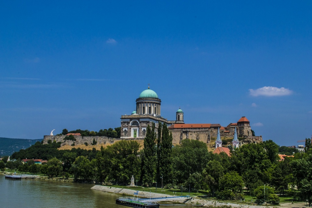 basilica-143151_1280.jpg