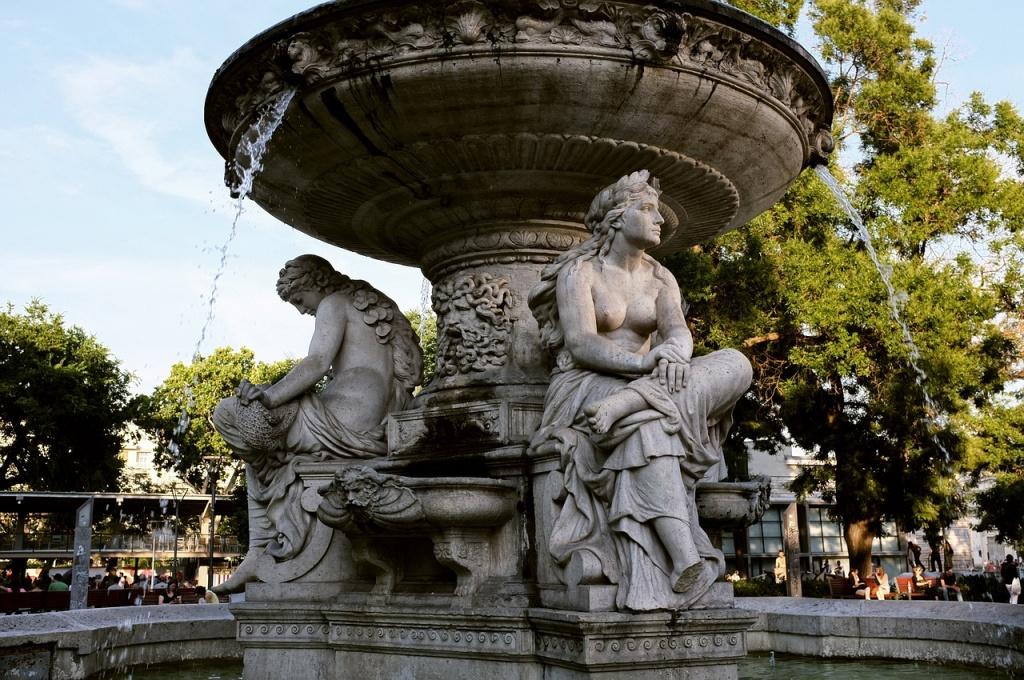fountain-177270_1280.jpg